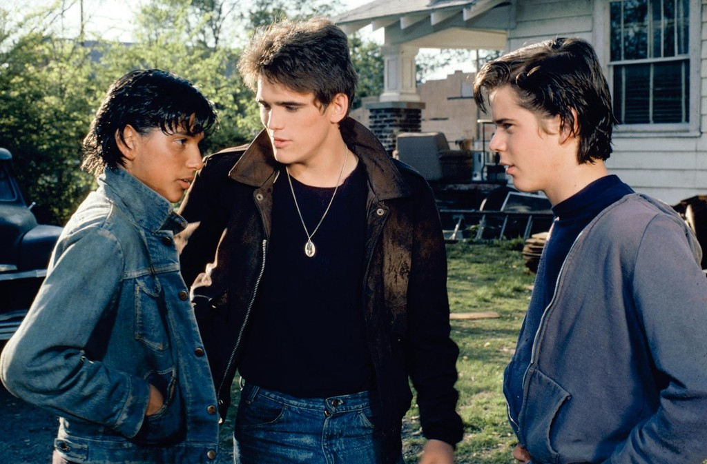 an analysis of the difference of two movies grease and the outsiders Much of the action in the outsiders is driven by class conflict fourteen-year-old narrator ponyboy's gang, the greasers, hail from the economically struggling east side, while the rival gang, the socials, come from the wealthy west side and, boy, these two groups are locked in a battle with no.